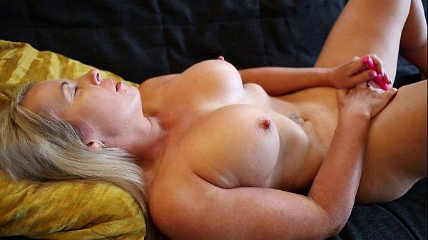 Sexy Eva Masturbating