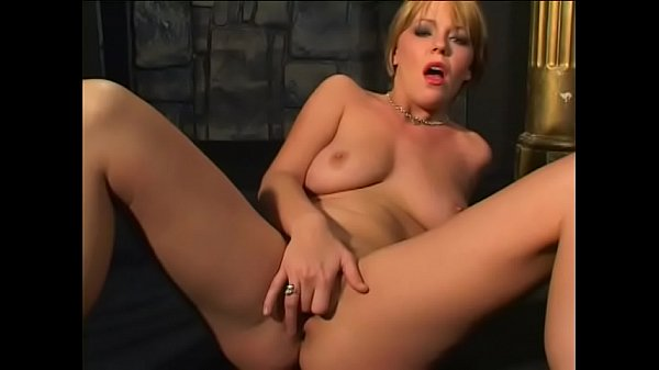 Fellow becomes lusty when he watches gorgeous blonde beauty playing with dildo Thumb