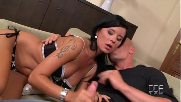 סרטי סקס Mia Manarote Deep throats a thick dick and enjoys a facial