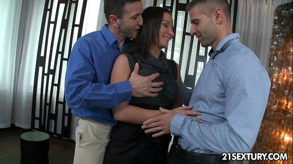 Фото жена трахает мужа бутылой