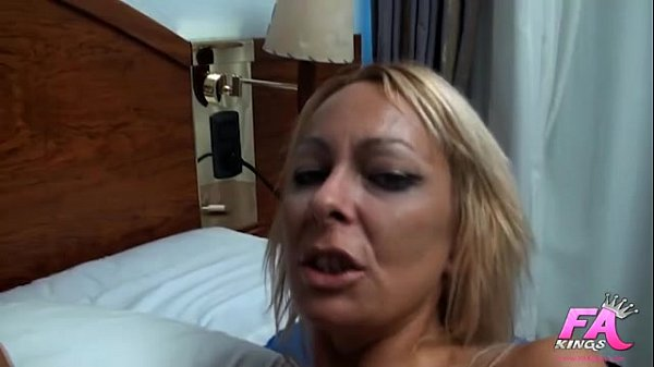 Spanish milf fucks her psychologist
