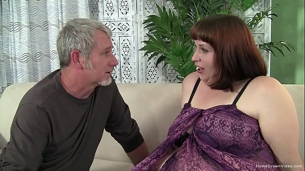 Older guy fucks an amateur brunette plumper Thumb