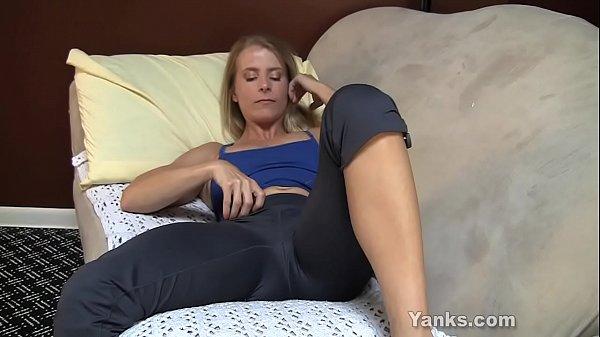 Yanks Blondie Skyla's Creamy Cum  thumbnail