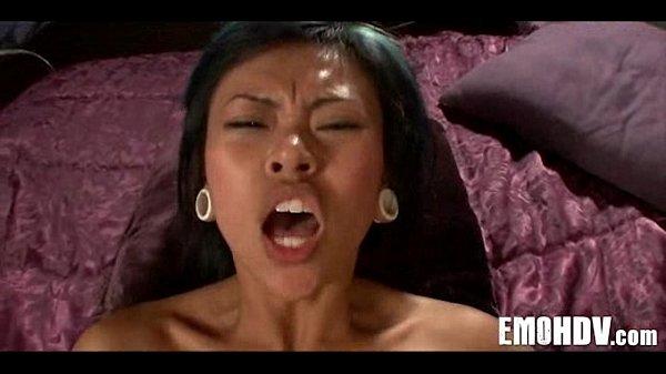 Порно видео физрук порвал анал ученицы