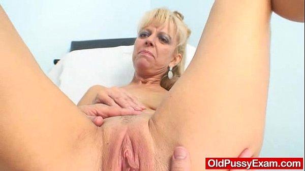 Blond-haired grandma Anezka muff speculum exploration Thumb