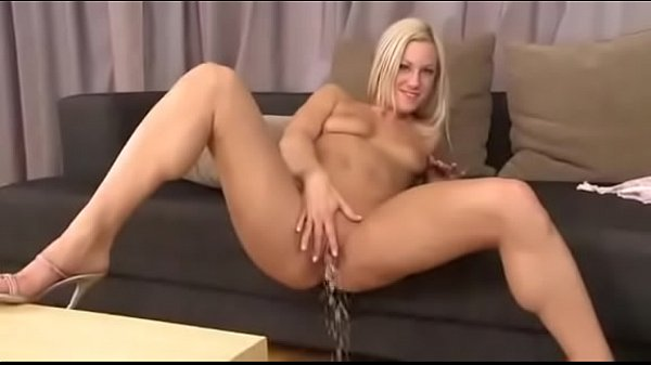 2 Blonde Girls Pissing in a Luxury Apartment Thumb