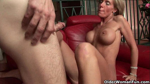 amateur blonde soccer mom fucking and cream pie