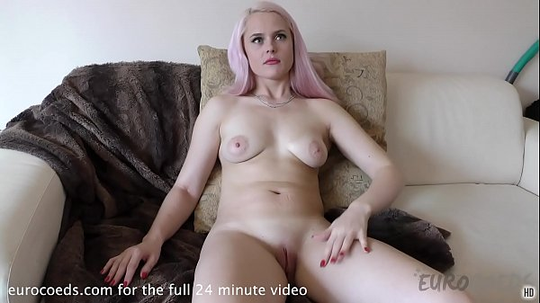 simona back and using hitachi on her click and finger blasting herself Thumb