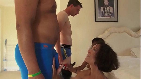 Quick Fuck with 2 British Cougars - MORE VIDEOS: amateur-porn-club.com Thumb