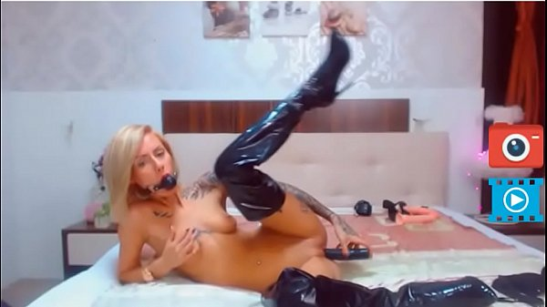 Staceybella: Blonde Cam Girl  Wild Pussy Play On Cam