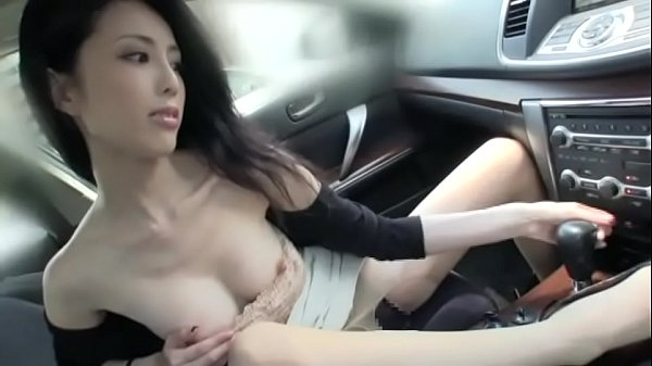 beautiful japanese lady fuck and lick in a car