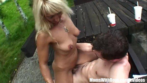 Порно зрелые с большими сосками