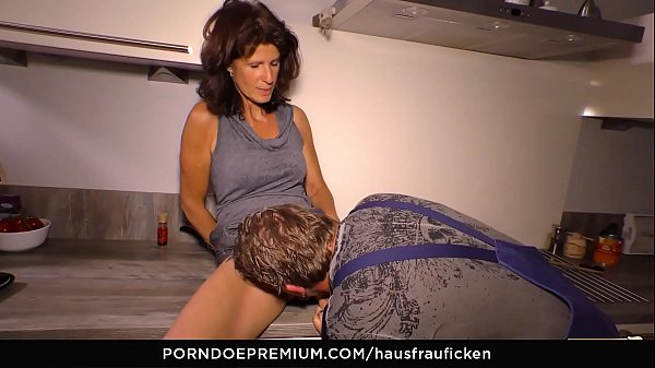 HAUSFRAU FICKEN - Cock sucking German cheating ...