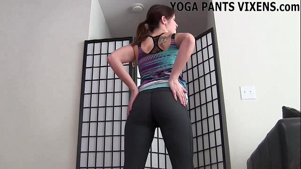 I look so fucking good in these yoga pants JOI