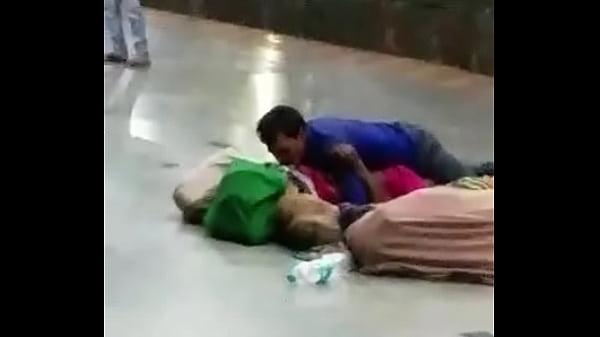 Desi couple having sex in public Thumb