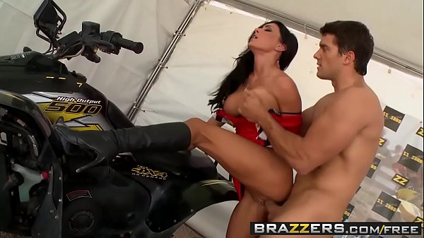 (Jessica Jaymes) has the need for speed and deepthroating - Brazzers Thumb