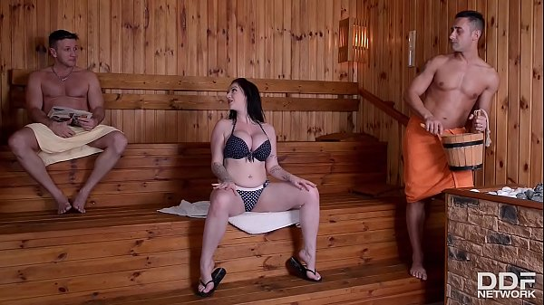 Sizzling hot curvy Brit Harmony Reigns goes down on two cocks in the sauna Thumb