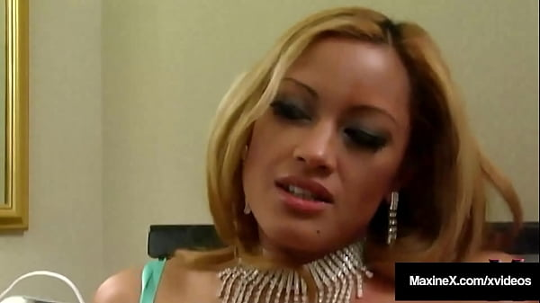 Cougar Maxine X Makes Horny Anna Taste Her Squirting Cum In Hot 4Some!