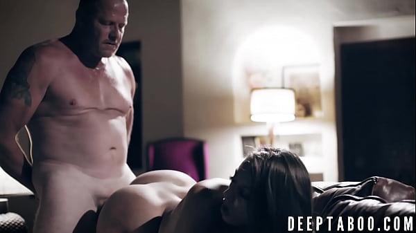 Hottie Gia Derza dicked down by naughty stepdaddy Thumb