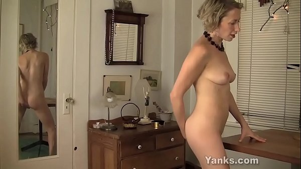 Yanks MILF Kiki Humps And Squirts Thumb