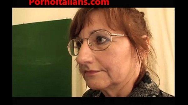 Sesso a scuola - studentessa e prof scopate dal bidello - italian porn Thumb