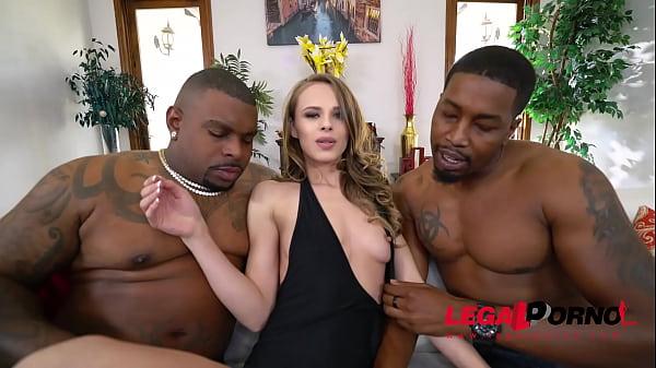 Порно четыре члена и одна девушка