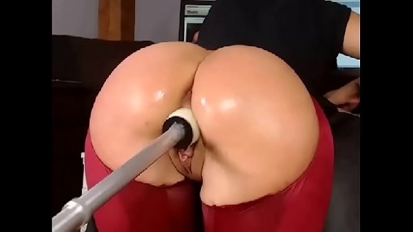 Gorgeous Ass Gets Fucked With Fuck Machine - Mo...