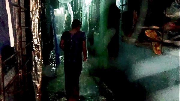 आशु भाभी बारिश में नहाती हुई अकेली रात में जब कोई नहीं था तो बारिश का मजा लेती हुए Thumb