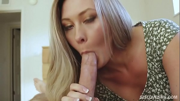 what is her name? alguém sabe o nome dela?