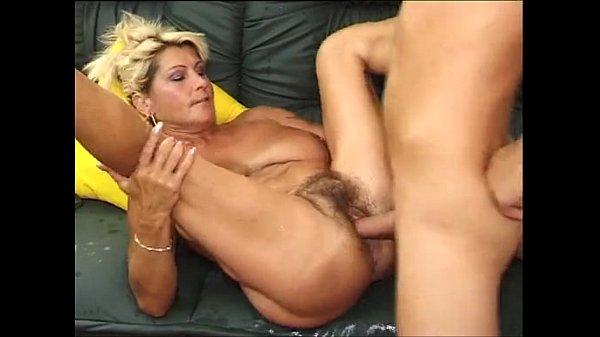 Зрелая пухлая тётя трахается с молодым племянником русское порно видео