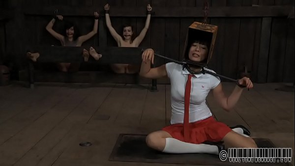 Девушка по веб камере танцует стриптиз