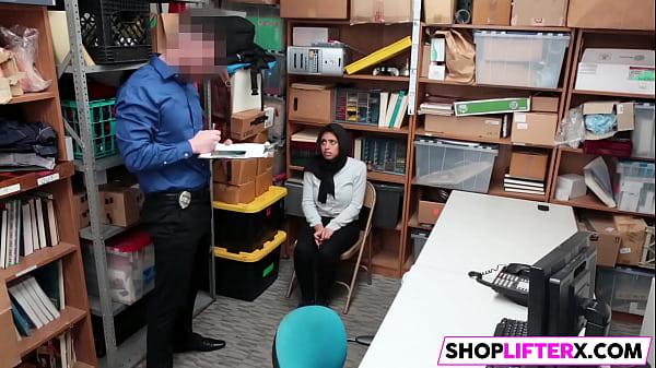 Hijab Wearing Muslim Ella Knox Gets Dicked