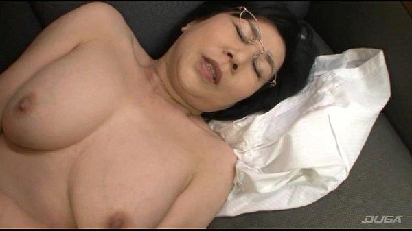 คลิปสาวใหญ่ใส่แว่นโดนหนุ่มรุ่นลูกจับเย็ดลีลาโครตเงี่ยนเลย