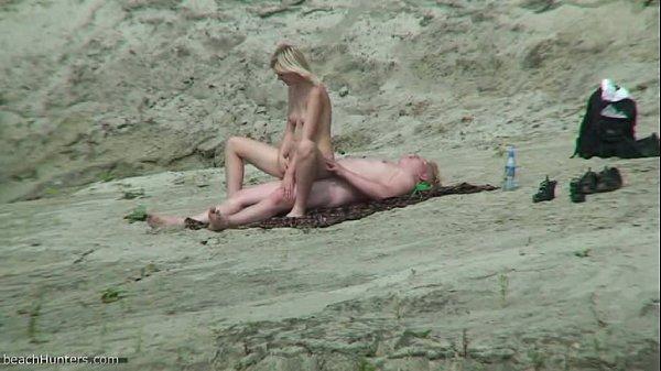 фото скрытой камерой девушек на диком пляже она ему полу