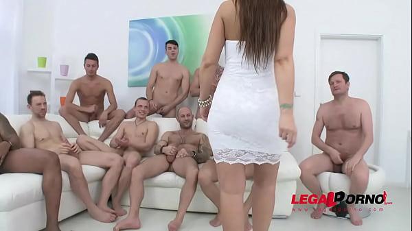 Image Syren De Mer teniendo sexo con 10 hombre gangbang