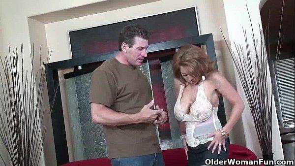 סרטי סקס Busty soccer milf Sienna West takes a pounding