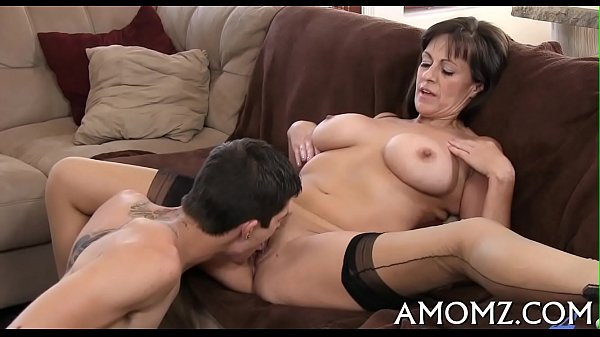 Mama gets her anal creampied Thumb