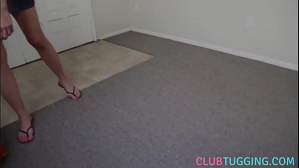 Лизать ноги жене видео