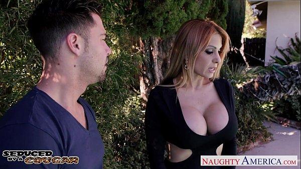 Kinky cougar Alyssa Lynn suck cock outdoors Thumb