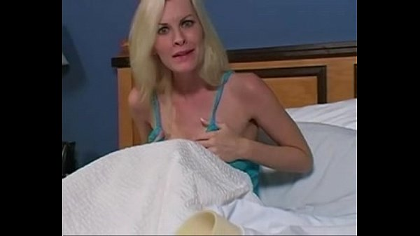 1131999 aunt brandi catches you jacking off Thumb
