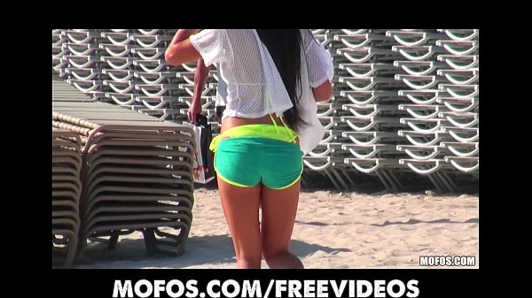 Amateur bikini beauty is picked up at the beach for a quick fuck