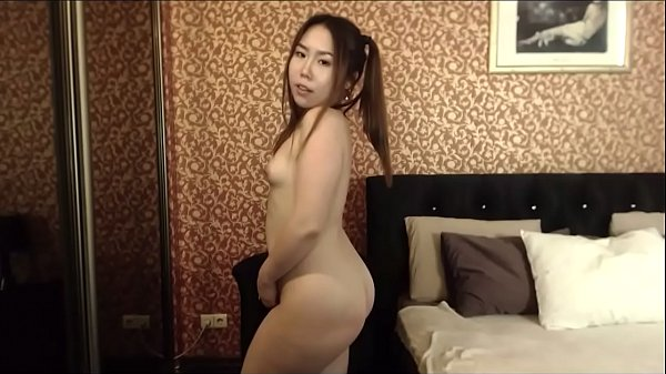 Asian girl shows off her fat booty