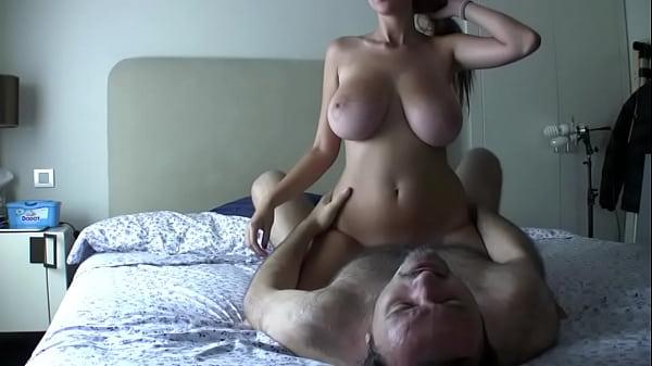 Loira gostosa traindo o marido