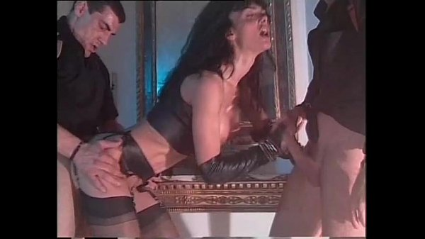 Vintage porn with Venere Bianca in latex dress fucked by two men Thumb