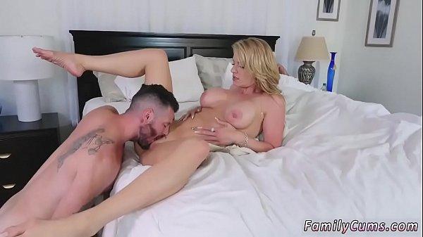 Порно мама учит дочку аналбному сексу
