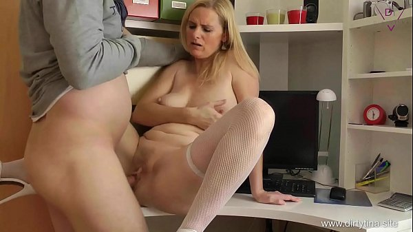 Mom alone at Home - Fuck my mature Cunt Thumb