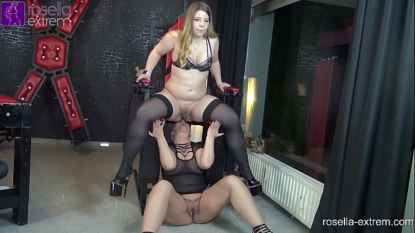 Kinky lesbo piss action with an Teen-Girl and an Milf!