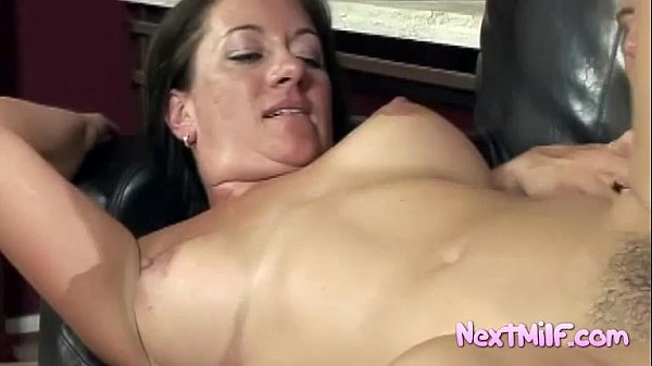 Sexy natural housewife Jules Thumb