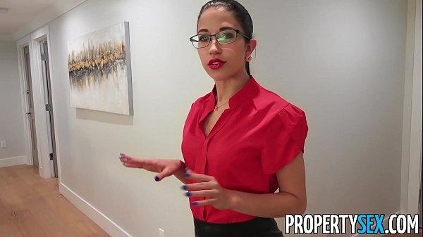 PropertySex Hot Physiotherapist Fucks Lucky Homeowner Thumb