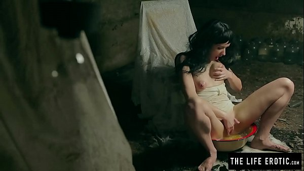 Horny milf shaves and squirts to orgasm while held captive in a basement Thumb